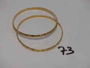 2 bracelets rigides ouvragés en or (diamètre 6,5cm). PB 30,1g