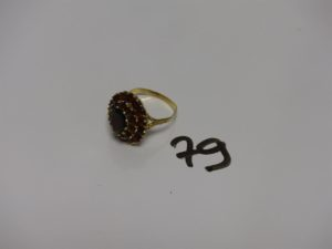 1 bague en or ornée de pierres couleur grenat (td61). PB 6,2g