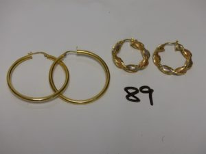 2 paires de créoles en or (2 grandes un peu cabossées et 2 torsadées tricolore). PB 7,7g
