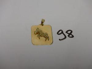 1 pendentif plaque en or signe du taureau (verso gravé). PB 10g