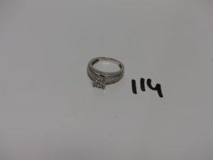 1 bague en or ornée de pavages de diamants taille brillant et taille baguette (manque 1 diamant, td 54). PB 5,4g