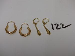 2 créoles ciselées et 2 pendants. Le tout en or PB 3,3g