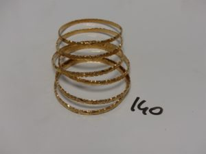6 bracelets rigides et ouvragés en or (diamètre 6cm). PB 86,8g