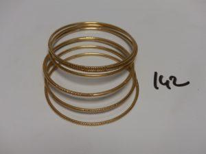 7 bracelets joncs ciselés en or (diamètre 6,5cm). PB 81,5g