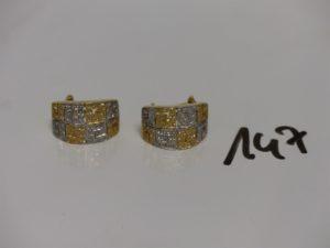 2 boucles bicolore en or ornées de petites pierres. PB 9,6g
