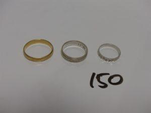 3 alliances en or : 1 ciselée (Td59) 1 ouvragée (Td54) 1 motifs en croix (Td48). PB 8,9g