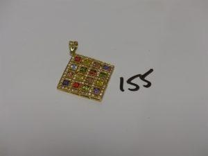 1 pendentif en or orné de pierres de couleur (3 chatons vides, H4cm). PB 12,1g