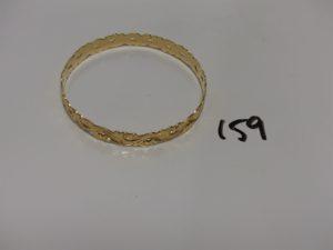 1 bracelet rigide en or à décor floral (diamètre 6,5cm). 16,7g er .
