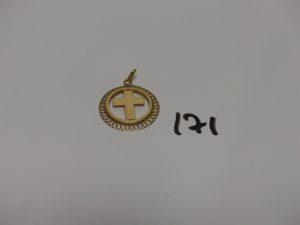 1 pendentif croix en or (non gravé). PB 3g