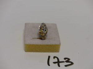 1 bague en or ornée à décor d'1 petite panthère ornée de petites pierres bleues et petits diamants (Td53). PB 3,6g