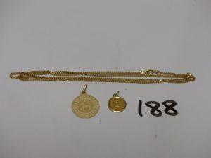 1 chaîne maille gourmette en or (L51cm), 1 pendentif signe du bélier en or et 1 médaille d'amour en or. PB 8,9g