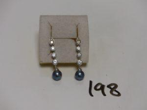 1 paire de pendants en or ornés d'une perle grise et d'un rang de pierres (+ 2 fermoirs en caoutchouc). PB 5,8g