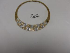 1 collier ras de cou en or motif central bicolore et orné de nombreuses pierres (diamètre 13cm). PB 57,7g