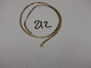 1 collier maille tressée 3 ors (L42cm). PB 4,5g er