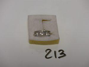 1 bague en or rehaussée de 3 petits diamants (Td51). PB 6,7g