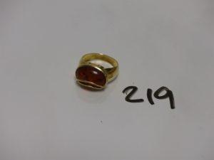1 bague en or rehaussée d'une pierre ambrée (Td56). PB 4,3g