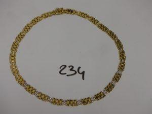 1 collier ras de cou maille articulée en or motifs centraux ornés de petites pierres (diamètre 13cm). PB 44,1g
