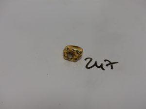 1 bague en or ornée d'une petite pierre (Td48). PB 3g