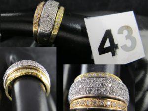 1 Bague 3 ors réhaussée de lignes de diamants (TD 53). PB 7,5g