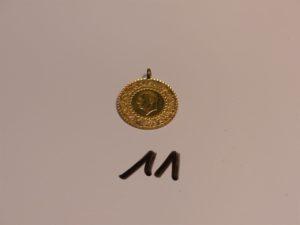 1 breloque en or 21K (belière métal casse). PB 3,6g
