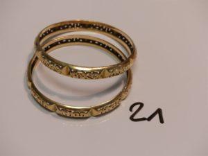 2 bracelets rigides ouvragés en or (diamètre 6cm). PB 27,3g