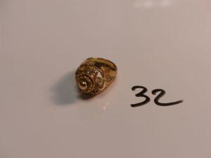 1 bague en or monture ajourée et filigranée (Td51). PB 11,6g
