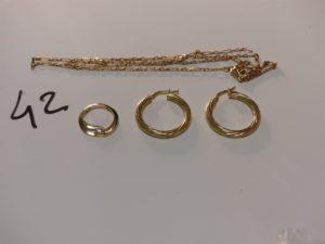 1 chaîne maille alternée en or (cassée) 1 pendentif en or orné d'une petite pierre et 1 paire de créoles torsadées (une abîmée). PB 7,1g