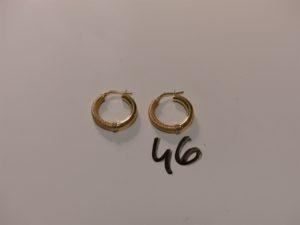 1 paire de créoles ouvragées en or. PB 2,2g
