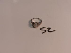 1 bague en or et platine serti-griffes un petit diamant TL briallant d'environ 0,35cts (Td52). PB 3,4g