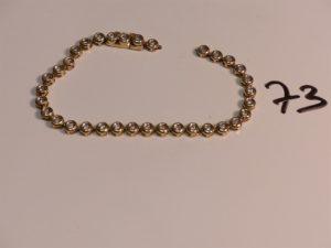 1 bracelet chenille en or orné de petits diamants (cassé, à réparer L18cm). PB 8,9g