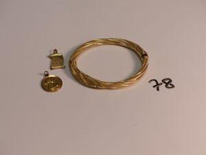 1 bracelet cassé en or, 1 médaille en or à décor d'un ange et 1 pendentif en or signe des Gémeaux. PB 18g