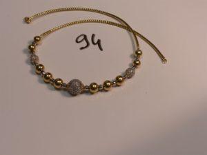 1 collier boules en or à décor de boules bicolores dont 3 sont ornées de pierres (L43cm). PB 14,4g