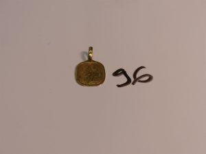 1 pendentif en or signe des Gémeaux (gravé au verso). PB 3,1g
