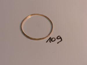 1 bracelet rigide ouvragé en or (diamètre 6cm). PB 10,3g