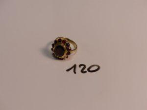 1 bague en or ornée de pierres couleur grenat (Td59, 1 chaton vide). PB 7,2g
