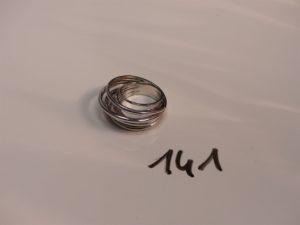 1 bague en or à décor d'anneaux (motif intèrieur déssoudé à réparer,Td54). PB 14,1g