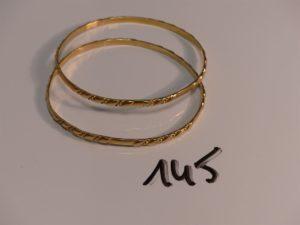 2 bracelets rigides ouvragés en or (diamètre 6,5cm). PB 25,2g