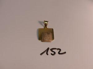 1 pendentif plaque en or poli et granité. PB 5,7g