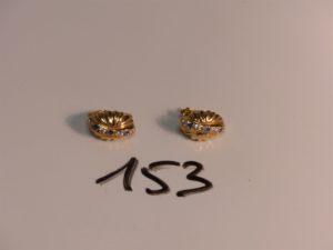 1 paire de boucles en or ornées de petites pierres. PB 4,2g