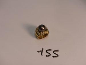 1 bague en or rehaussée d'une perle grise entourage petits diamants (Td53). PB 20,5g