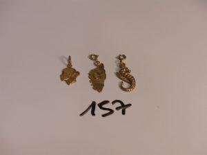 3 petits pendentifs en or (1 carte e la Corse, 1 hippocampe et 1 tête de Maure). PB 3,9g