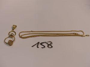 1 chaîne maille palmier en or (fermoir cassé,L50cm) et un pendentif en or à décor d'anneaux et d'une boule ornée de pierres. PB 5,2g