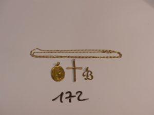 """1 chaîne maille alternée en or (L45cm, fermoir abîmé), 1 croix cabossée en or,un pendentif lettre """"B"""" en or, une médaille de la vierge en or. PB 6,3g"""