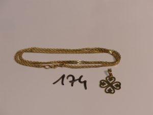 1 chaîne maille en damier en or (L45cm) et 1 pendentif trèfle en or. PB 5,8g