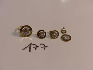 1 ensemble bague (Td54) pendentif et paire de boucles en or et ornés d'un rang de petites pierres. PB 7,9g