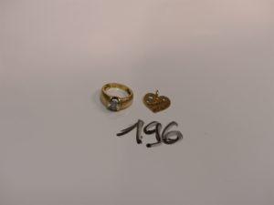 1 bague en or ornée d'une pierre blanche (Td48) et 1 pendentif coeur en or. PB 4,9g