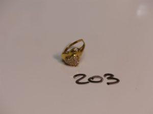 1 bague en or ornée de pierres (monture cassée). PB 3,6g