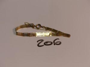 1 bracelet gourmette gravée en or (L17cm, petite soudure en bas titre). PB 5,4g
