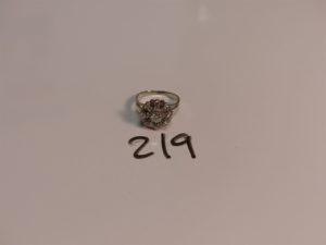 1 bague en or et platine sertie d'1 diamant rond principal et 8 petits diamants (Td56). PB 4,8g