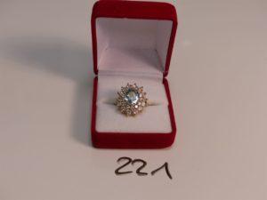 1 bague en or ornée d'une aigue marine dans un double entourage de diamants (Td51). PB 8,7g